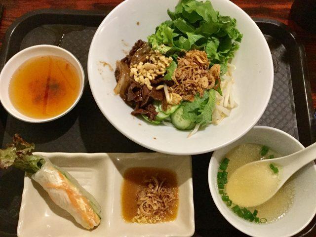 グリル牛肉のせサラダ麺(ブン・ボー・サオ)