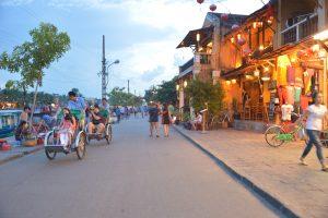 ホイアンの夕暮散策(Cyclo tour Drivers)