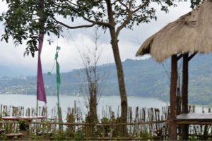 ブヤン湖沿いの道-3
