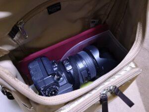 100均のファイルスタンドを加工してリュック内にカメラを収納-i