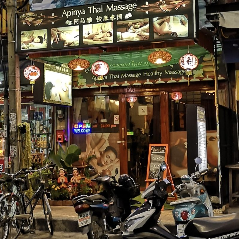 旧市街のチェンマイ門を入ったところにあるマッサージ店