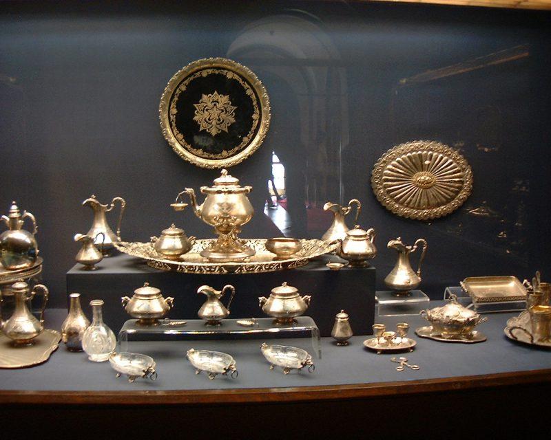 ドルマバフチェ宮殿内の宝飾品-1