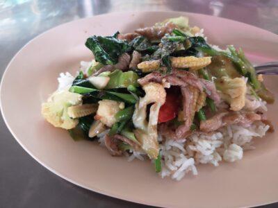 豚肉と野菜の炒め物ライス付(タニン市場)