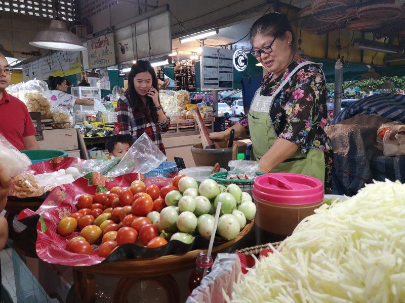 タニン市場のソムタム屋さん